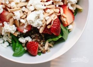 Салат с клубникой, шпинатом и киноа - фото шаг 3
