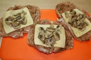 Стейки с грибами и сыром - фото шаг 11