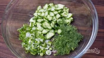 Салат из свежей капусты и огурца - фото шаг 2