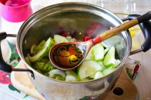 Салат из огурцов с перцем и луком на зиму - фото шаг 6