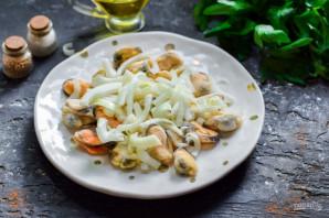 Салат с мидиями и фасолью - фото шаг 3