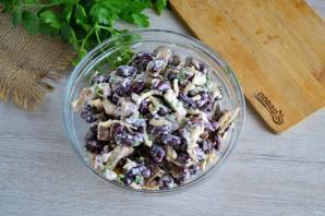 Салат с фасолью, грибами и сухариками - фото шаг 8