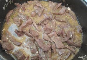 Печень, тушенная в соусе - фото шаг 3