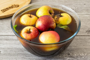 Яблоки моченые с солодом - фото шаг 6