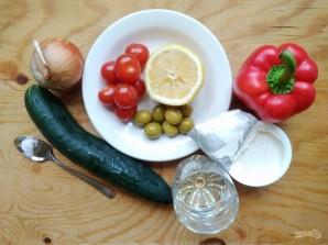 Греческий салат в огурце - фото шаг 1
