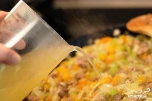 Грибы, фаршированные овощной начинкой - фото шаг 4