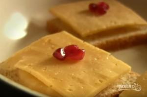 Бутерброды с сыром и ананасами - фото шаг 5