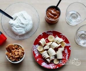 Быстрый банановый десерт с карамелью - фото шаг 1