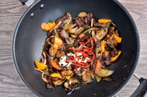 Теплый салат с говядиной и баклажанами - фото шаг 6