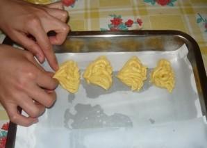 Печенье хризантема через мясорубку - фото шаг 5