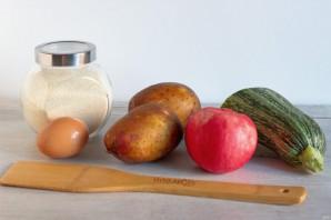 Драники из картофеля, кабачка и яблока - фото шаг 1