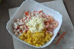 Салат с креветками и крабовыми палочками - фото шаг 4