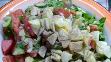 Салат с помидорами и яблоками - фото шаг 3