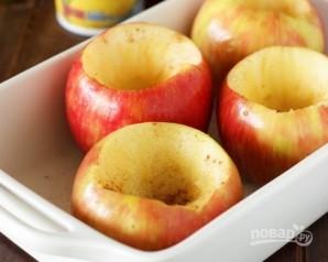 Запеченное яблоко с медом и корицей - фото шаг 1
