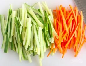 Вкусный салат из крабовых палочек - фото шаг 2