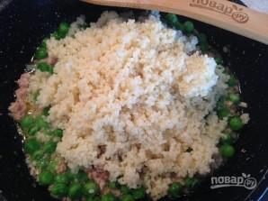 Кускус с тунцом и зеленым горошком - фото шаг 7