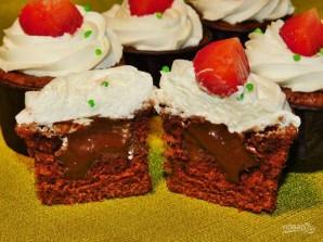 Шоколадные капкейки с шоколадной начинкой - фото шаг 6