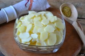 Сазан в духовке с картошкой - фото шаг 2