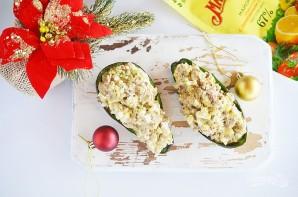 Рыбный салат в половинках авокадо - фото шаг 6