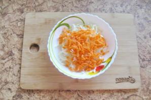Салат из моркови и капусты с майонезом - фото шаг 3