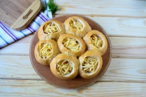 Сырные булочки с яйцом и беконом - фото шаг 3