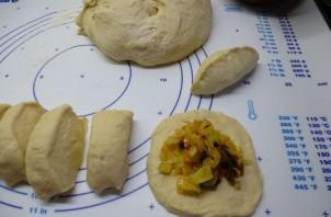 Пирожки с грибами и капустой - фото шаг 8