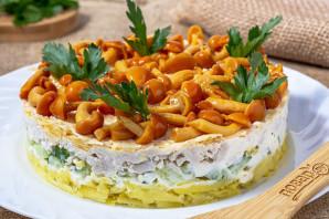 Салат с курицей, яйцом, грибами и огурцом - фото шаг 9