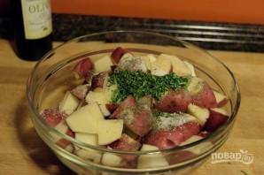 Запеченный картофель с чесноком и розмарином - фото шаг 3