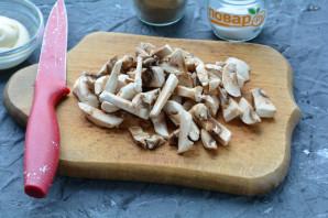 Салат с морской капустой и грибами - фото шаг 2