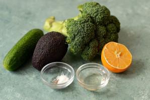 Салат из брокколи и авокадо - фото шаг 1