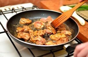 Курица с овощами на сковороде - фото шаг 7