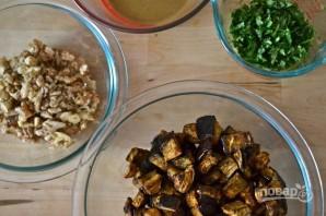 Салат из запеченных баклажанов с грецкими орехами - фото шаг 5