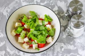 Салат с базиликом и помидорами - фото шаг 4