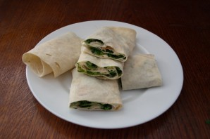 Лаваш с плавленым сыром и зеленью  - фото шаг 7