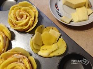 Розы из картофеля с беконом - фото шаг 8