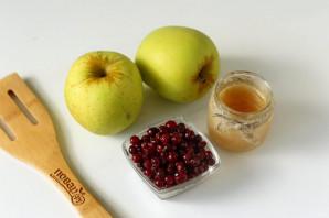 Запеченные яблоки с брусникой в духовке - фото шаг 1