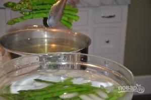 Салат со спаржей, орехами и фетой - фото шаг 2