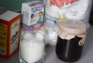 Бисквит с вареньем в мультиварке - фото шаг 1
