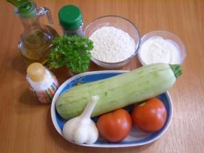 Кабачки, жареные с чесноком и помидорами - фото шаг 1