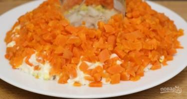Слоеный салат с курицей и киви - фото шаг 4