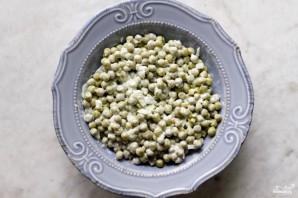 Салат с зелёным консервированным горошком - фото шаг 3