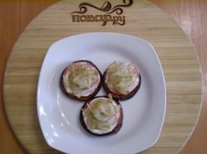 Баклажаны жареные с помидорами и луком - фото шаг 10