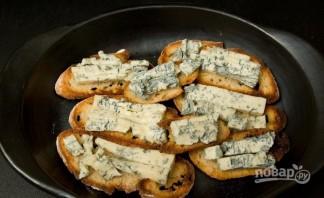 Брускетта с грушей, сыром и орехом - фото шаг 5