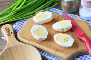 Яйца фаршированные орехами - фото шаг 2