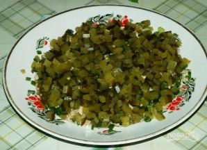 Салат с рыбными консервами - фото шаг 3