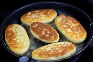 Пирожки, жареные на сковороде - фото шаг 11