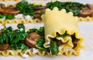 Рулетики с грибами и сыром - фото шаг 4