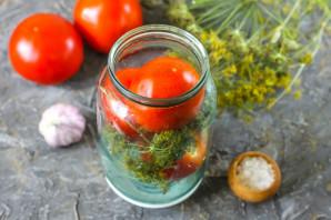 Квашеные помидоры с чесноком и зеленью - фото шаг 2
