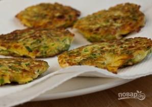 Драники с сыром и зеленым луком - фото шаг 6