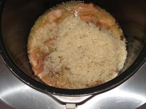 Рисовая каша с тушенкой - фото шаг 2